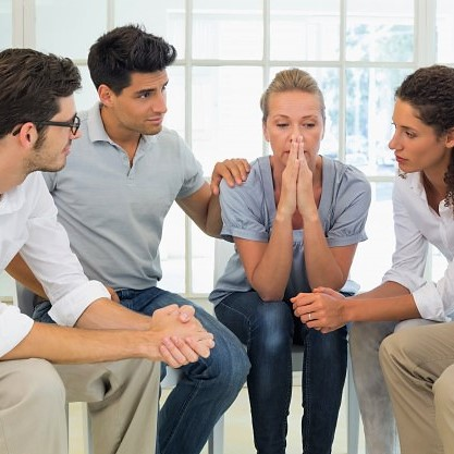 therapie-groupe-session-assis-cercle_13339-2944674